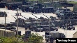 지난해 8월 북한 군의 서부전선 포격 도발 사건에 대응해 경기도 동두천 미군 부대 화기들이 긴급 지원 태세를 갖추고 대기하고 있다. (자료사진)