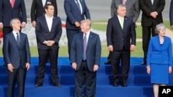 Khối đồng minh NATO đang có chia rẽ giữa Mỹ và châu Âu