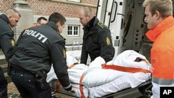 A man who allegedly assaulted Danish cartoonist Kurt Westergaard is carried into court on a stretcher in Aarhus, Denmark (file photo – 02 Jan 2010)