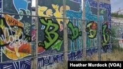 Phần còn lại của Bức tường Berlin vẫn tồn tại trong thành phố như một lời nhắc nhở về những ngày đen tối ở châu Âu, ngày 30 tháng 6 năm 2016.