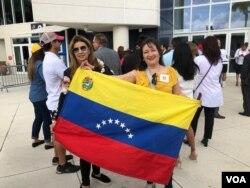 هزاران ونزوئلایی تبعیدی در محل سخنرانی پرزیدنت ترامپ در سخنرانی در دانشگاه بینالمللی فلوریدا در میامی حاضر شدند.