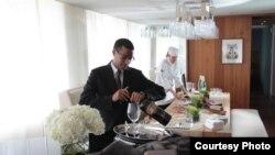 Kepala pelayan dan koki di suite kepresidenan di Hotel Park Hyatt, Washington (foto: Park Hyatt).