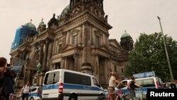 Polîsên Almanî li Berlînê (Arşîv)