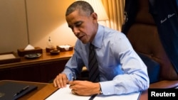 U.S. President Barack Obama signs two Presidential Memoranda on immigration. (November 21, 2014.)