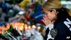 纽约警员哀悼遇害的两名警员