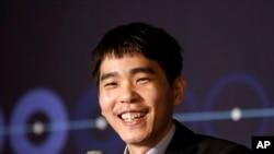 Pemain Go profesional Korsel, Lee Sedol, menang pertarungan melawan program AI buatan Google, AlphaGo, Seoul, Korsel