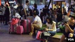 中國五一黃金周假期中國訪港旅客人次較去年同期增加,但有商戶表示消費力減少。(美國之音湯惠芸)
