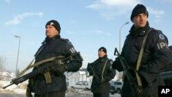 Pihak berwajib Bosnia melakukan penggerebekan terhadap orang-orang yang dicurigai terlibat kejahatan terorganisir (foto: dok).