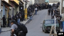 Cảnh sát tiến vào khu ổ chuột Alemao trong chiến dịch bài trừ buôn lậu ma túy