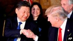 Президенти Дональд Трамп і Сі Цзіньпін (л)