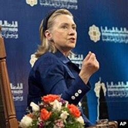 克林顿在吉隆坡一个民众会议上讲话