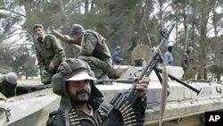 무장을 갖춘 리비아 반정부 시위대