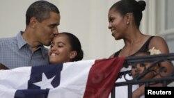 Predsednik Barak Obama, prva dama SAD Mišel Obama sa ćerkama Malijom i Sašom