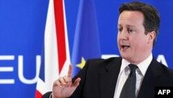 Thủ Tướng Cameron nói rằng việc cắt giảm này sẽ đặt Anh vào vị trí nước dẫn đầu về nền kinh tế thải khí carbon thấp nhất thế giới