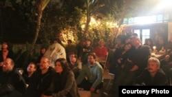 Listeners enjoying a backyard house concert at the Polish Plantation (Photo: Simone McSparran)