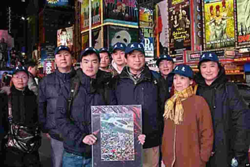 中国民主党成员于纽约时报广场声援茉莉花革命