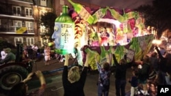 Perayaan Mardi Gras yang menjadi tradisi kota New Orleans tahun lalu (Maret 2011).