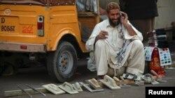 پاکستان میں کروڑوں افراد موبائل فون اور انٹرنیٹ استعمال کرتے ہیں۔