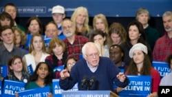 Umukandida w'Umudemorate, Bernie Sanders ariko yiyamaza mu gisagara ca Portsmouth, muri Reta ya New Hampshire, ku musi w'Imana, italiki indwi z'ukwezi kwa kabiri, umwaka w'2016.