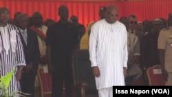 Le président Roch Kaboré pendant la minute de sirène. (VOA/ Issa Napon)
