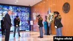 El vicesecretario general de la ONU, Jan Eliasson durante una ceremonia en honor del 13 aniversario del ataque con bomba de 2003 a la sede de la ONU en Bagdad, que causó la muerte a 22 personas entre ellos el enviado especial de la ONU Sergio Vieira de Mello.