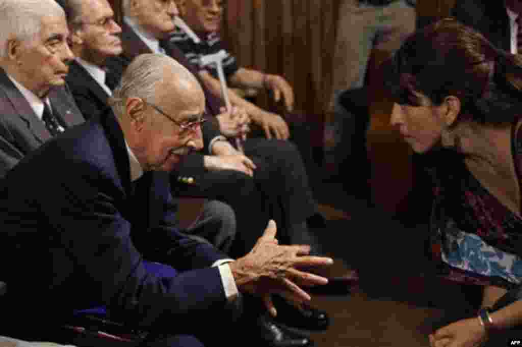 Former Argentine dictator Jorge Rafael Videla, left, talks to public defender Natalia Bazan during the last day of his trial in Cordoba, Argentina, Wednesday Dec. 22, 2010. Videla and former officers are facing charges involving 31 killings during the cou