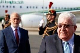 Tổng thống Iraq Fouad Massoum, phải, theo sau là Bộ trưởng Ngoại giao Iraq Ibrahim Al-Jaafari, đến Paris tham dự hội nghị về an ninh