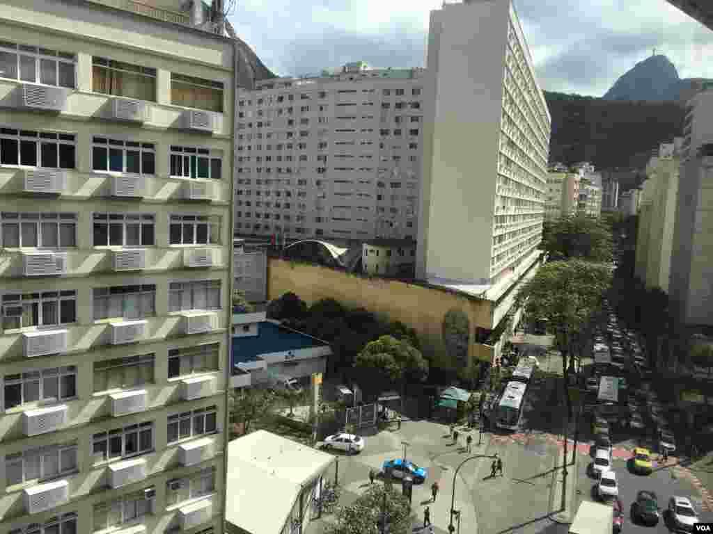 نمایی از شهر ریو و کوه و تپه های اطرافش