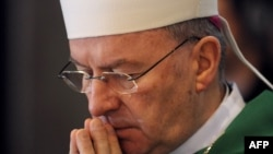 Le nonce apostolique, Mgr Luigi Ventura, ambassadeur du Vatican en France.