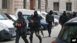 法國警方在巴黎準備接收阿布德斯蘭