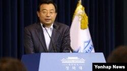 이정현 한국 청와대 홍보수석 (자료사진)