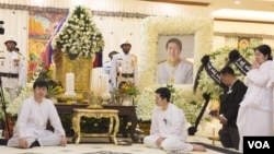 A ceremony is held at Sok An's home following his death on Wednesday, Phnom Penh, Cambodia, March 16, 2017. (Khan Sokummono/ VOA Khmer)