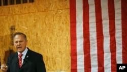 阿拉巴马州参议员候选人罗伊·莫尔(资料照)