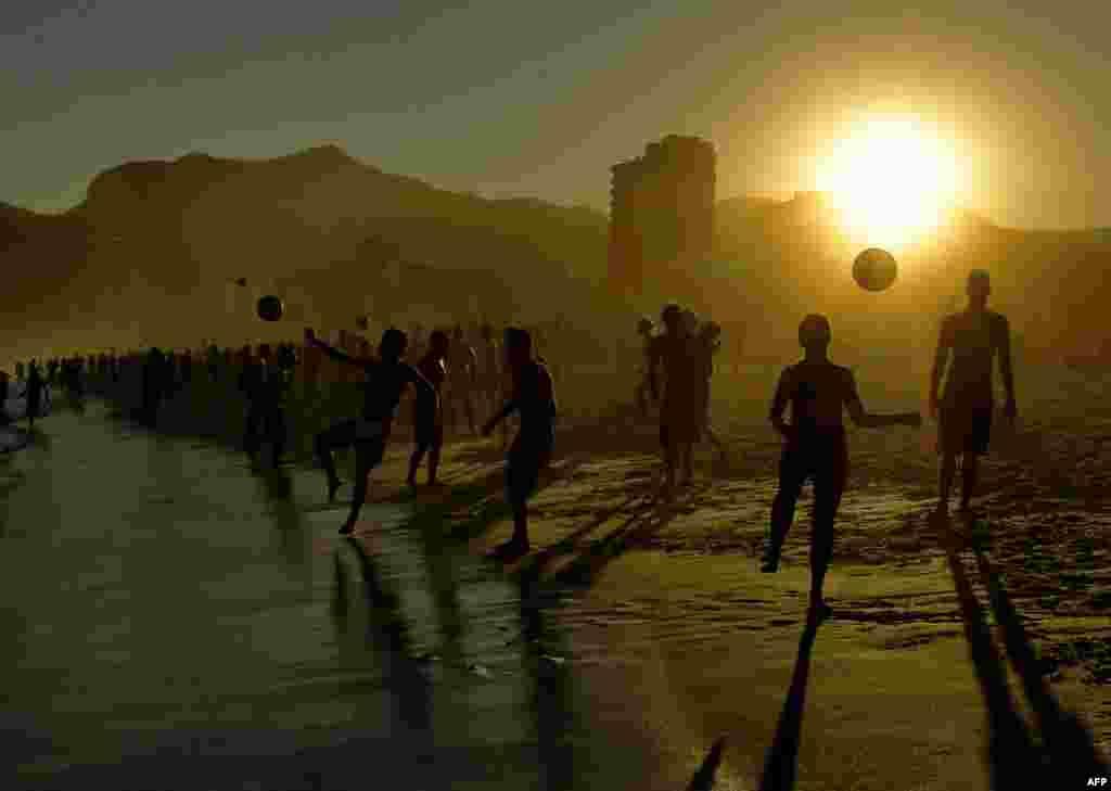 Beachgoers play with balls at Ipanema Beach in Rio de Janeiro, Brazil, June 29, 2019.