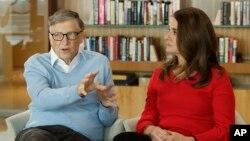 资料照片: 微软共同创始人比尔·盖茨和妻子梅琳达·盖茨在华盛顿州的柯克兰接受美联社采访。(2018年2月1日)