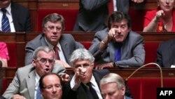 Sarkozi mohon të ketë marrë para nga trashgimtarja e L'Orealit