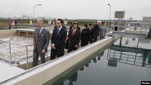 Belgijski princ Filip posećuje fabriku za preradu otpadnih voda u Hai Fongu u Kini, u koju su uložene belgijske investicije.