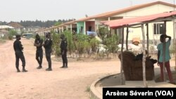 Ba policiers na Kintele, Brazzaville, 18 août 2020.
