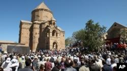 Православная церковь армянской диаспоры на острове Акмадар на озере Ван в Турции (архивное фото)