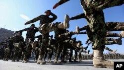 ده ها سمت در وزارت دفاع در حالی شاهد تغییر و تبدیل است که آن وزارت از سوی سرپرست اداره می شود.