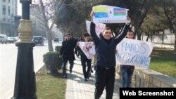 Rusiya səfirliyi qarşısında etiraz aksiyası (Foto Musavat.com saytından götürülüb)