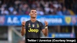 Cristiano Ronaldo lors du match de sa nouvelle équipe, la Juventus Turin, contre Chievo à Vérone, Italie, 18 août 2018