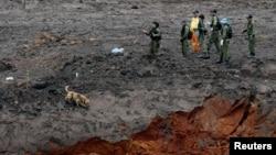 Petugas masih terus mencari korban hilang dari bendungan pertambangan yang jebol di Brumadinho, Brazil (30/1).