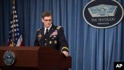 ژنرال جوزف وتل در نشست خبری وزارت دفاع آمریکا.