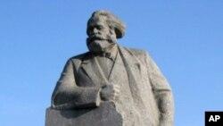 莫斯科市中心的馬克思塑像