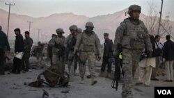 Para anggota militer AS tengah bertugas di Afghanistan.