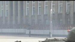 2012-04-25 美國之音視頻新聞: 北韓在建軍節再次威脅南韓