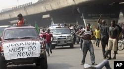 Angry youths protest on the streets following the removal of a fuel subsidy by the government, in Lagos, Nigeria, January 12, 2012.