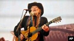 "Willie Nelson presentó su nuevo álbum ""To All The Girls""."