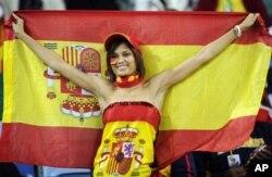Une fan espagnole ravie de voir les siens en finale